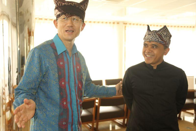 Bupati Banyuwangi Abdullah Azwar Anas dan Dubes Korsel untuk Indonesia Cho Taiyoung