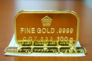 Harga Jual Emas Antam Di Surabaya Tergelincir Di Bawah Rp600 Ribu