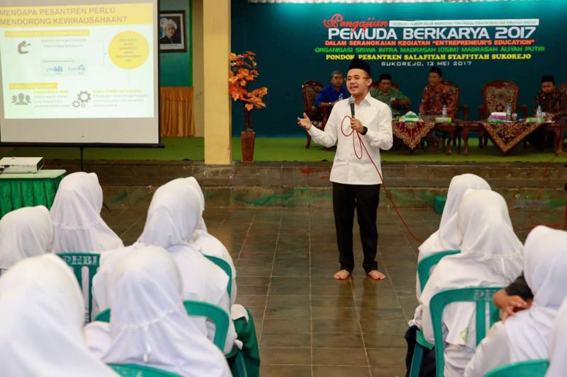 """Wakil Sekretaris Umum HIPMI Jatim Mufti Anam dalam acara """"Pemuda Berkarya 2017"""" di Pondok Pesantren Salafiyah Syafiiyah, Sukorejo, Situbondo, Sabtu (13/5)."""