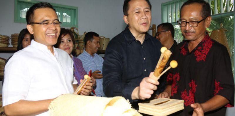 Kepala Bekraf Triawan Munaf dan Bupati Banyuwangi Abdullah Azwar Anas