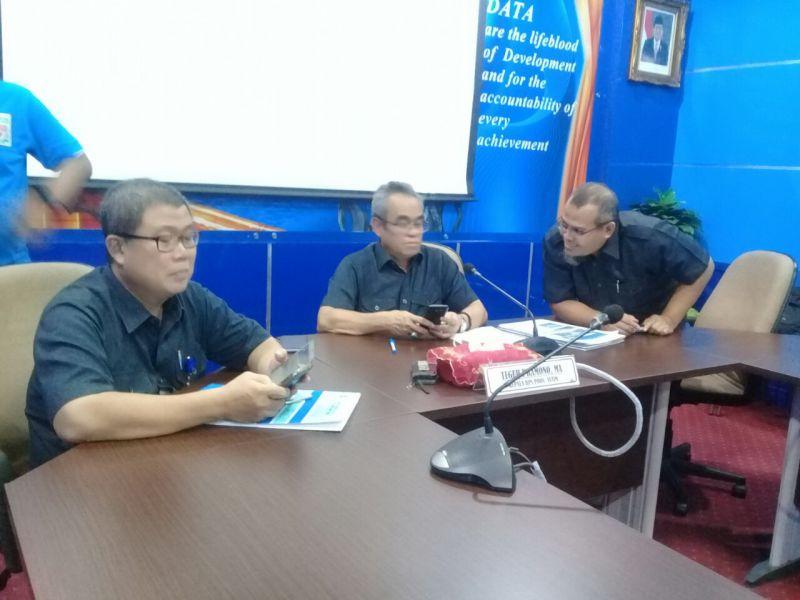 Kepala BPS Jatim, Teguh Pramono (tengah).