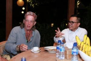 Bupati Banyuwangi Abdullah Azwar Anas bersama John Hardy.
