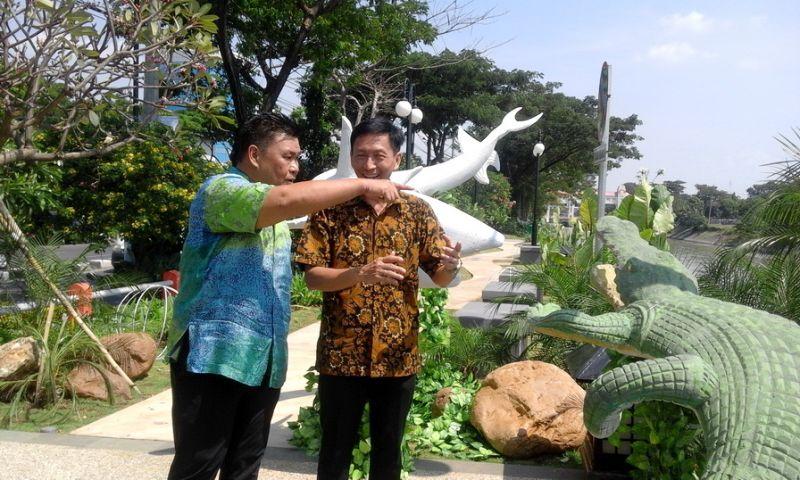 CEO East Indonesia Sinar Mas Land, Franky Najoan (kiri) bersama Surabaya Division Head Sinar Mas Land Aditya Sutantio (kanan).