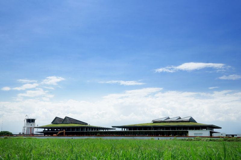 Bandara Banyuwangi yang berkonsep hijau.