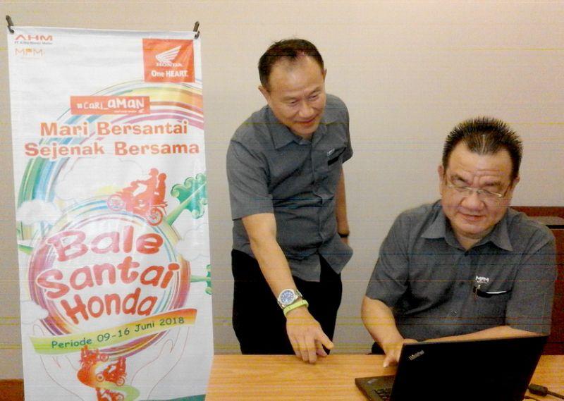 Presiden Direktur MPM, Suwito (kanan) bersama Direktur MPM Dendy Sean.