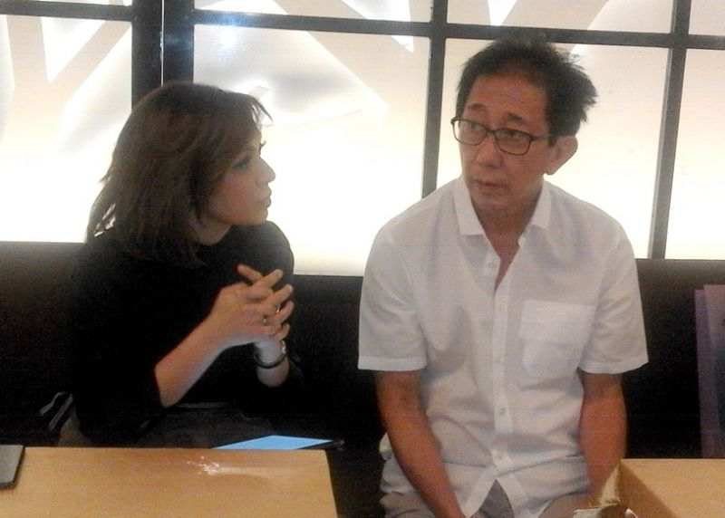 Direktur Sido Muncul Irwan Hidayat (kanan) bersama Najwa Shihab di Spazio Surabaya.