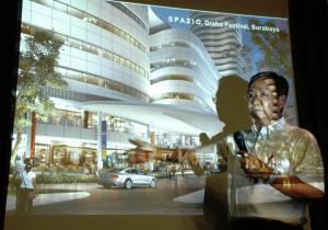Wakil Presiden Direktur dan Chief Operting Officer Intiland, Sinarto Darmawan menerangkan konsep pembangunan Spazio. (kabarbisnis.com/Purna Budi Nugraha)