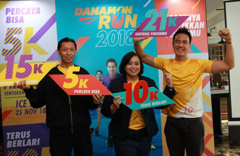(Dari kiri) Paulus Budihardja – Acting Chief Marketing Officer Bank Danamon, Michellina Triwardhany – Wakil Direktur Utama Bank Danamon dan Daniel Mananta – Brand Ambassador Bank Danamon.