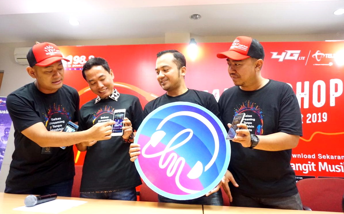 Dari kiri: Manager Digital Regional Expansion Jawa Timur Telkomsel Herbintarto, General Manager Marketing and Sales Management Area Jawa Bali Telkomsel Kuntum Wahyudi, Manager Digital Music Business Development Telkomsel Agung Priyanto Dwi Nugroho, dan Partnership Melon Indonesia Jefry Feriyanto.