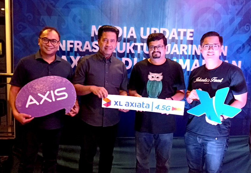 Dari kiri:  I Gede Darmayusa, Group Head Program Management XL Axiata, Bambang Parikesit, Group Head XL Axiata Regional Jabodetabek dan Kalimantan, Pradeep Kutty, Group Head Unfield Network XL Axiata dan Bernard Ho Swee Keong, Group Head Mass Segment XL Axiata.