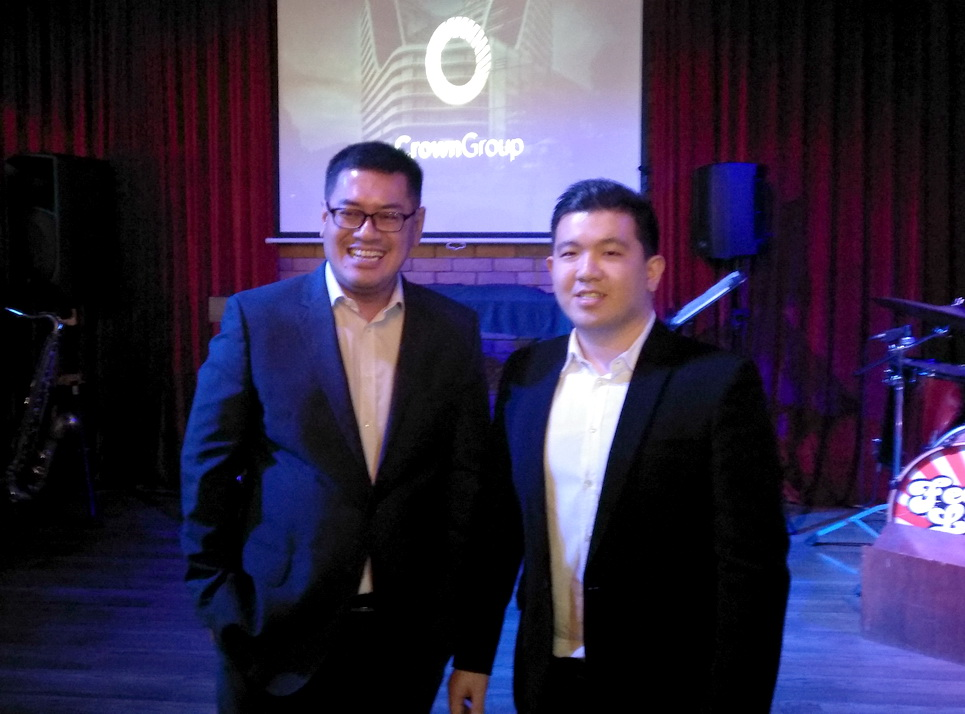 Deputy Project Sales Director Crown Group, Jefry Irawan (kiri) bersama GM Strategic and Corporate Communication Indonesia-Crown Group, Bagus Sukmana.