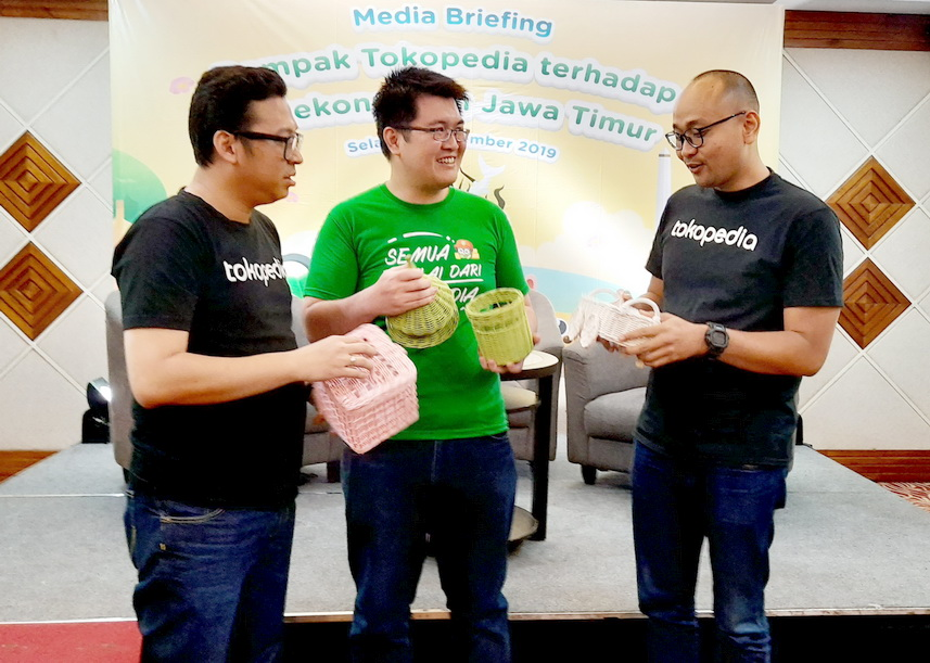 Dari kiri; External Communications Lead Tokopedia Ekhel Chandra Wijaya, Erick Budiman Soetanto pemilik Rattancious, dan Senior Lead Regional Growth Expansion Tokopedia Benny Harimansyah.